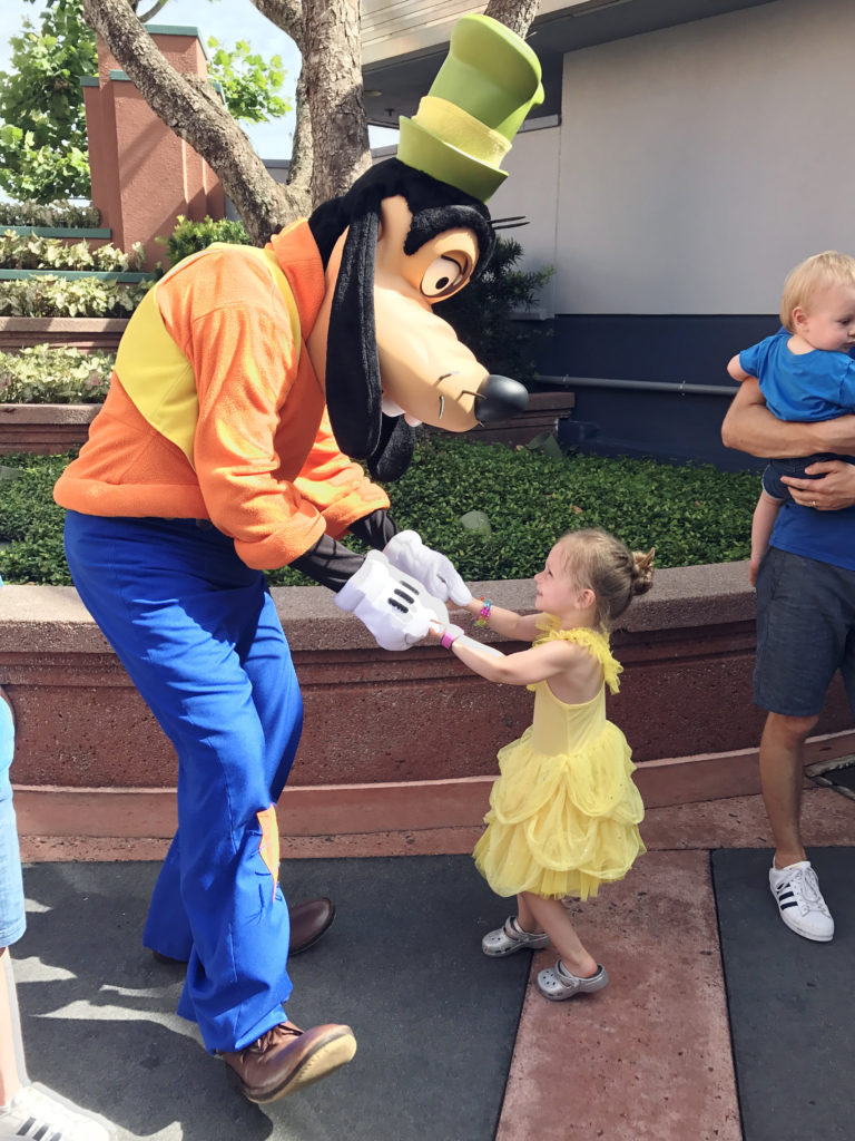 meeting goofy at hollywood studios