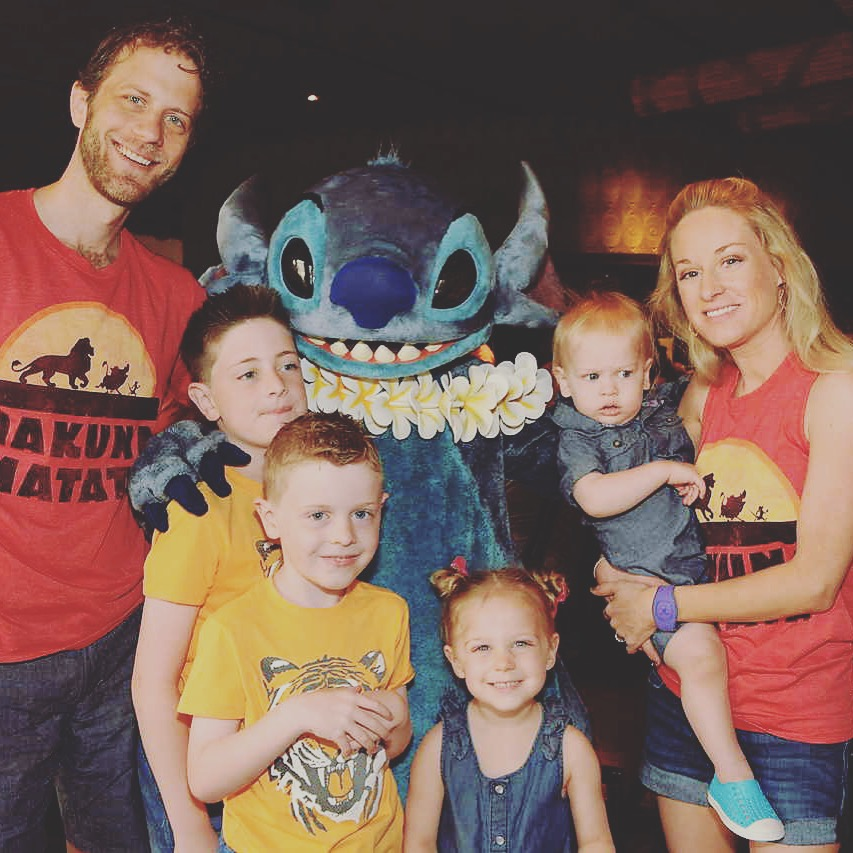 Family Meeting Stitch at Ohana Character Breakfast